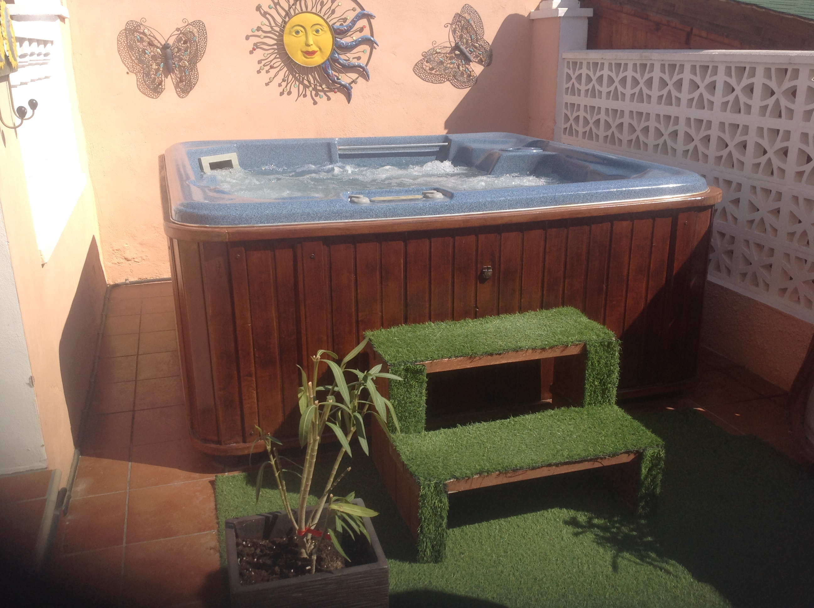 for sale hot tub buy and sell items in orihuela costa orihuela costa forum costa blanca. Black Bedroom Furniture Sets. Home Design Ideas