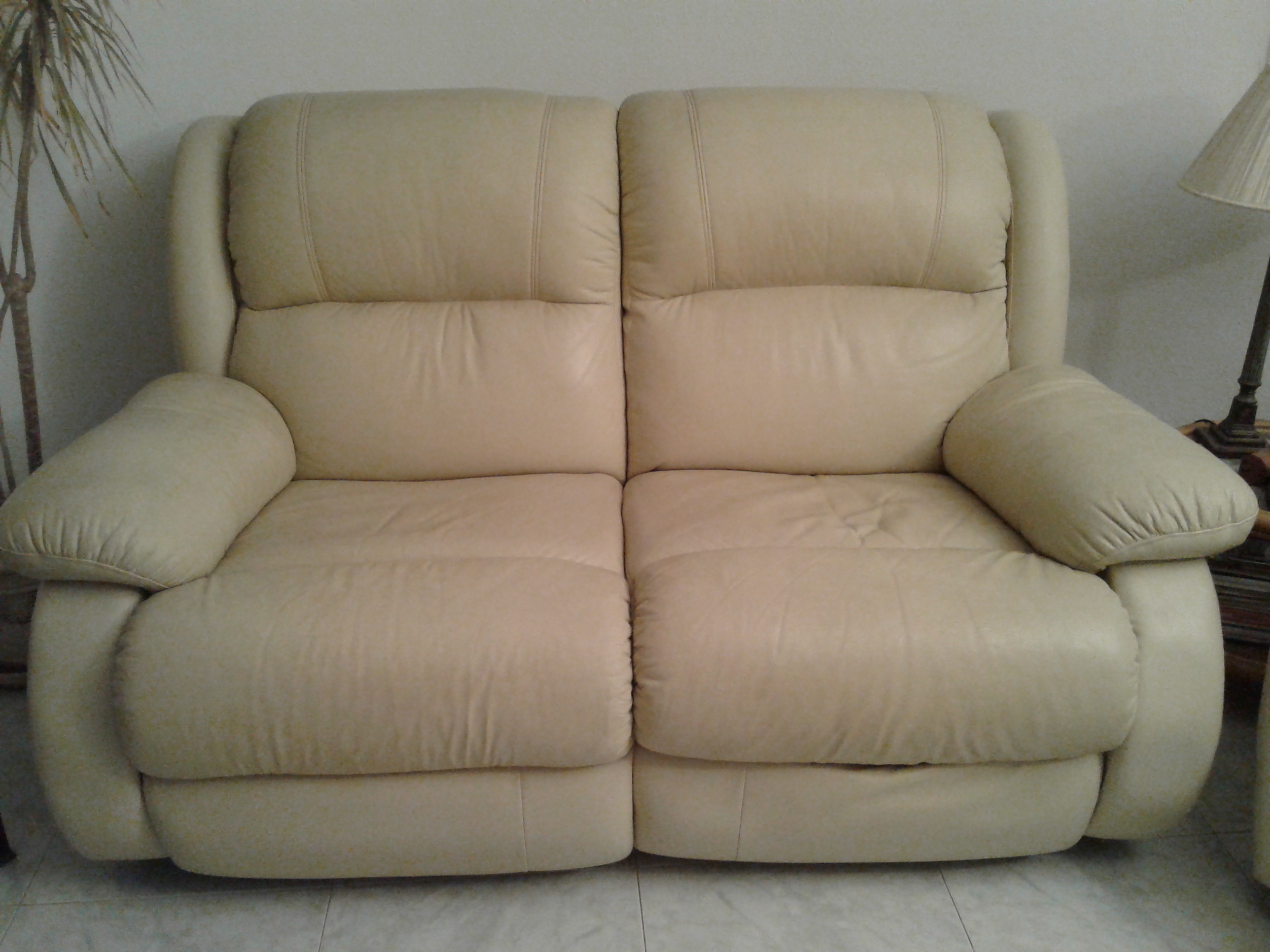 For sale: Leather 2 seater settee