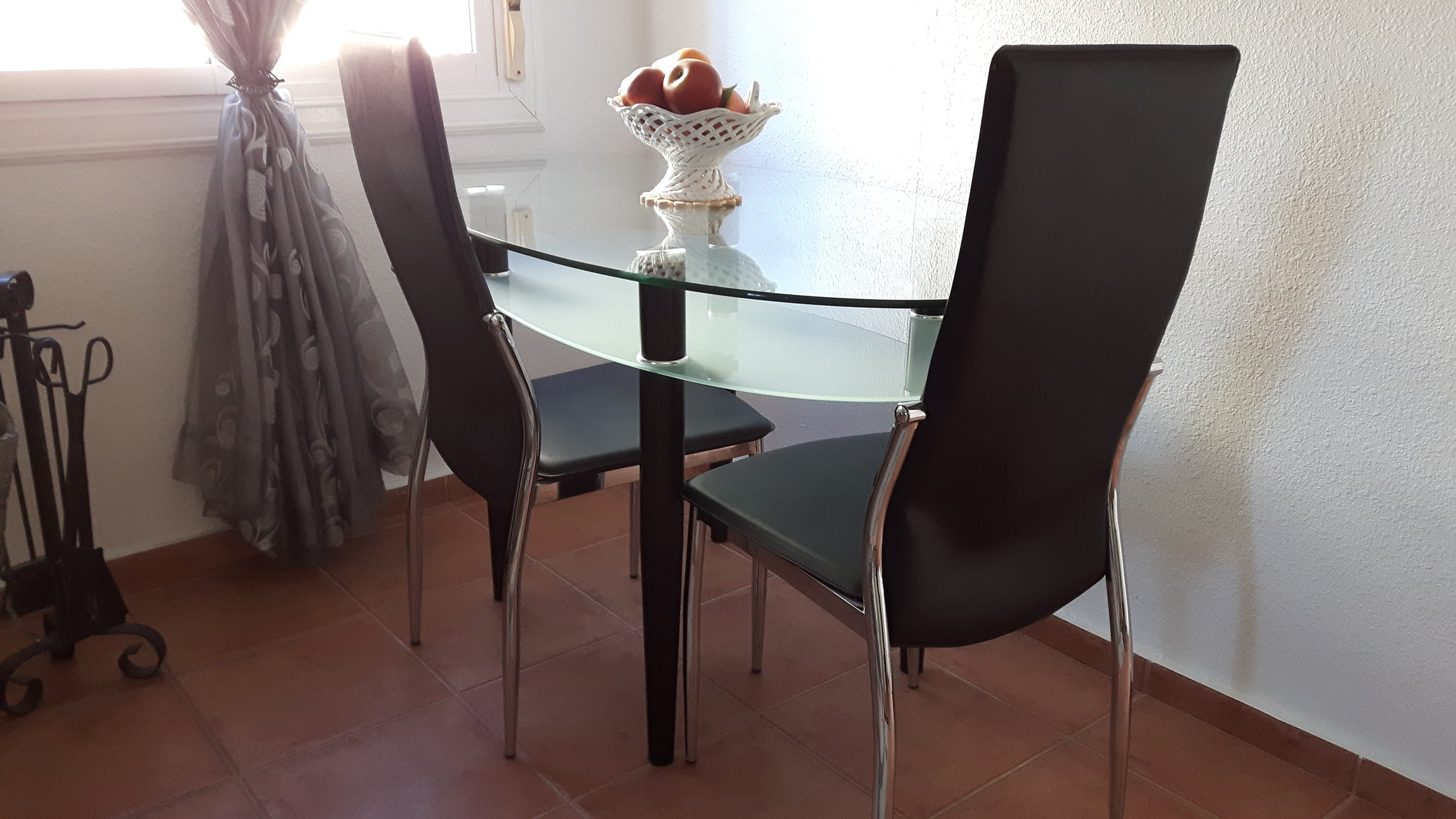 For sale: Modern dining table and 4 chairs