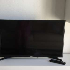 For sale: Samsung 32 inch lcd tv. 13 months old. Like brand new