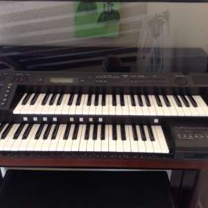 For sale: Yamaha electronic organ plus stool and box of music books