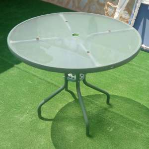 For sale: glass top garden table - €15