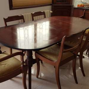 For sale: Mahogany dining table and 6 chairs (two are carvers)
