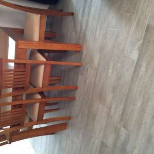 For sale: Extending table and 4 chairs . - €80