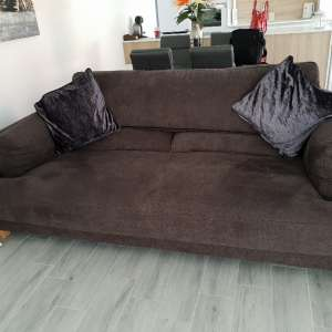 For sale: MODEREN 3 SEATER SOFA 7 MONTHS OLD HARDLY USED VGC