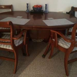 For sale: Extending mahogany dining table/4 chairs - €70