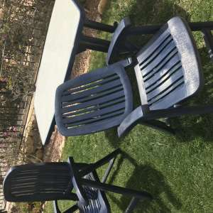 For sale: Garden Table and 6 Chairs - €20