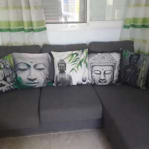 For sale: 5 cushions and rug - €25
