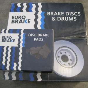 For sale: Ford Focus front brake discs & pads - €30