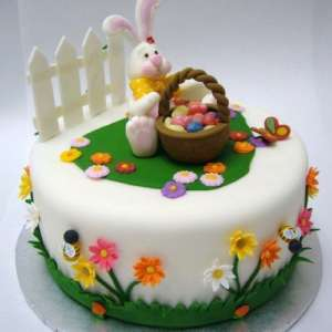 For sale: Easter cakes & cupcakes