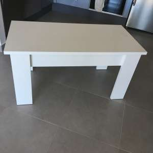 For sale: White coffee table with storage - €50