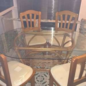 For sale: Table and 4 chairs and coffe table