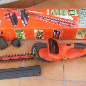 SOLD: Hedge Trimmer  (Black & Decker) €30