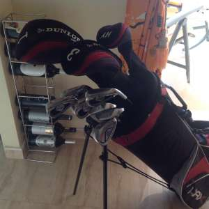For sale: Set of Dunlop Max graphite golf clubs