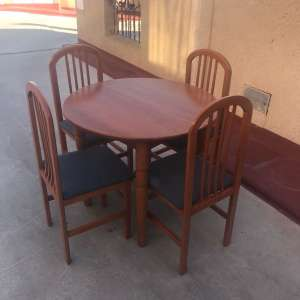 For sale: Table and 4 chairs - €60