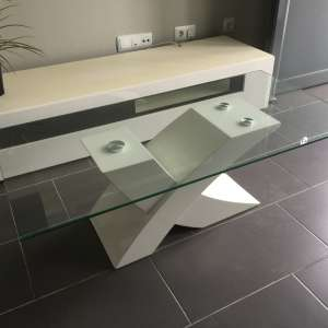 Sold pending collection.  For sale: Modern white and glass coffee table - €40