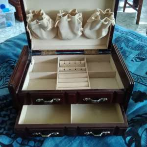 For sale: vintage jewelry box