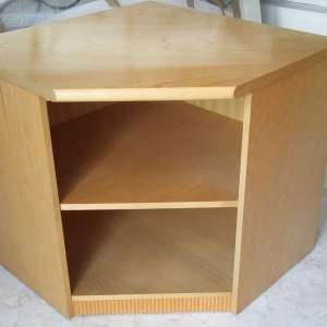 For sale: Solid wood TV cabinet  ( sun fade on top)10€ ono