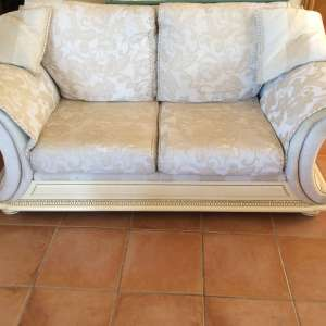 For sale: 3 piece elegant style suite -quick sale hence the price