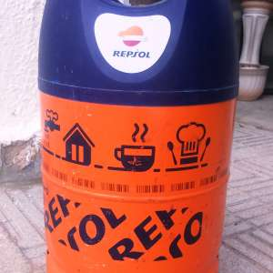 For sale: 5 empty aluminium Repsol gas  canisters - €7