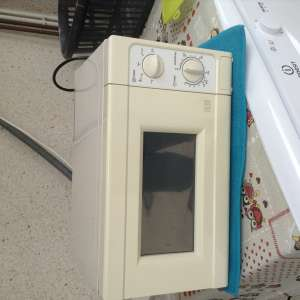 For sale: 700w microwave - €15