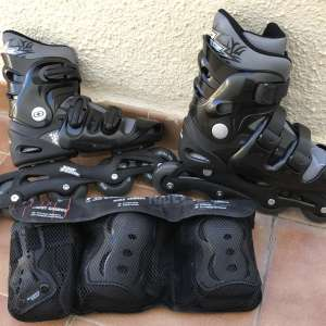 For sale: Roller blades with wrist, elbow and knee pads - €25