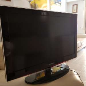 For sale: 32 inch Samsung with pine unit - €65