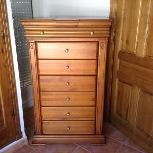 For sale: Bedroom furniture set