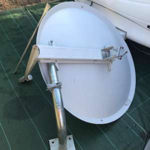 For sale: BRITISH SATELITE DISH WITH BRACKETS AND 4 WAY LNB 50 EUROS