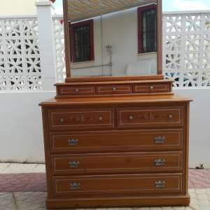 For sale: Bedroom chest of drawers and mirror well made in good condition cannot deliver based in Playa Flamenca - €75