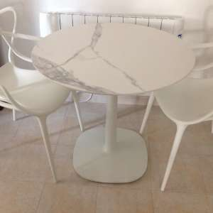 For sale: Italian marble living room table and two designer chairs - €299
